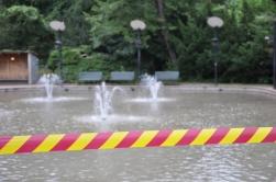 Den tillfällig avspärrningen vid dammen hävdes snart.